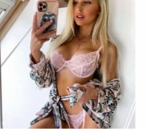 Alyiah adult dating in Huron
